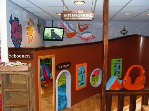 Een hele speelhoek voor de kinderen. Met glijbaan, speelgoed, televisie en spelcomputer. Kinderen kunnen hun lol op in De Beslagkom Katwijk.