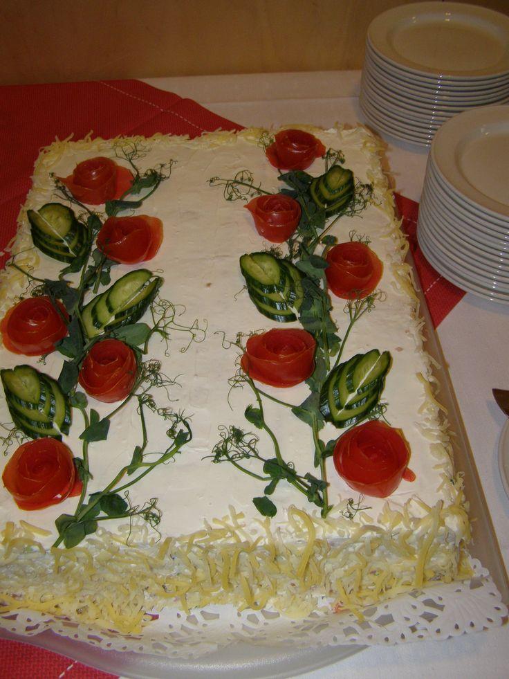 Mariian valmistama voileipäkakku eläkkeelle läksiäisiin! Upea oli kakku!