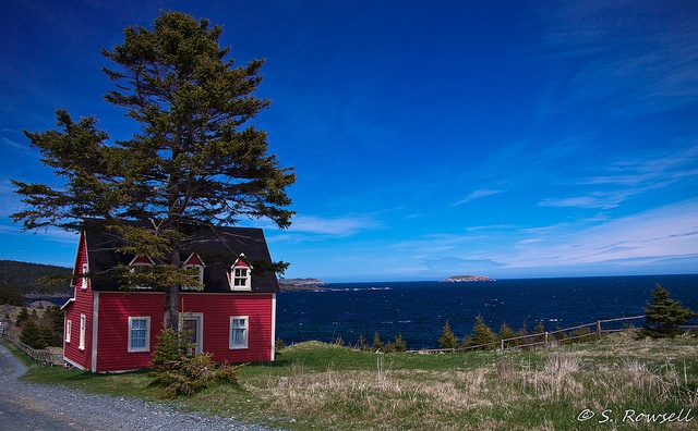 This is the famous Red House in Tors Cove, NL.  It is prominently  displayed in the Newfoundland tourism commercials and once adorned the  Newfoundland travel guide for Summer a few years ago.