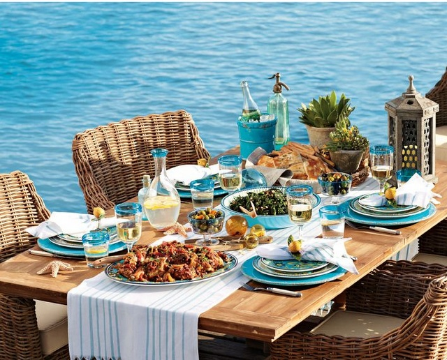 Totally love the beachy vibe :)Al Fresco Dining, Tables Sets, Williams Sonoma, Williamssonoma, Dinner Parties, At The Beach, Chic Design, Summer Dinner, The Sea