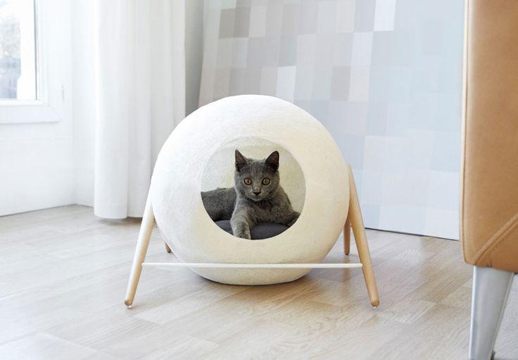 Er din kat mere design-bevidst end de fleste eller du blot træt af at se på kedelige katte-kurve? Så er disse smukke design-boliger til katte noget for jer to!