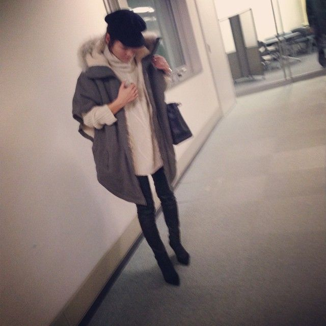 yesterday's... coat#AdametRope' knit#used pants#whimgazette #hermes #manoloblahnik #ootd #akcloset ビッグニット×レザーパンツ。 最近疲れすぎていて毎晩のように娘と寝落ちしてしまう… いかんいかん。。