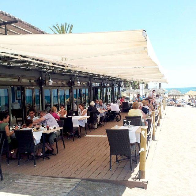 ¿Te apetece comer en la #playa disfrutando de este maravilloso tiempo? En el #beachclub de #fuertemarbella es posible! #marbella #costadelsol #fuertehoteles