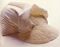 EL ACEITE DE OLIVA COMO ALIMENTO  Los antiguos vivían profundamente agradecidos con El Señor por el aceite de oliva que el Altísimo ponía en sus mesas. El aceite de oliva era usado para amasar la harina con la que se hacía el pan. (1 Reyes 17: 8-16 / Levítico 2:4-7). E inclusive se usaba como delicioso aderezo en el que se remojaba el pan (Juan 13:26).