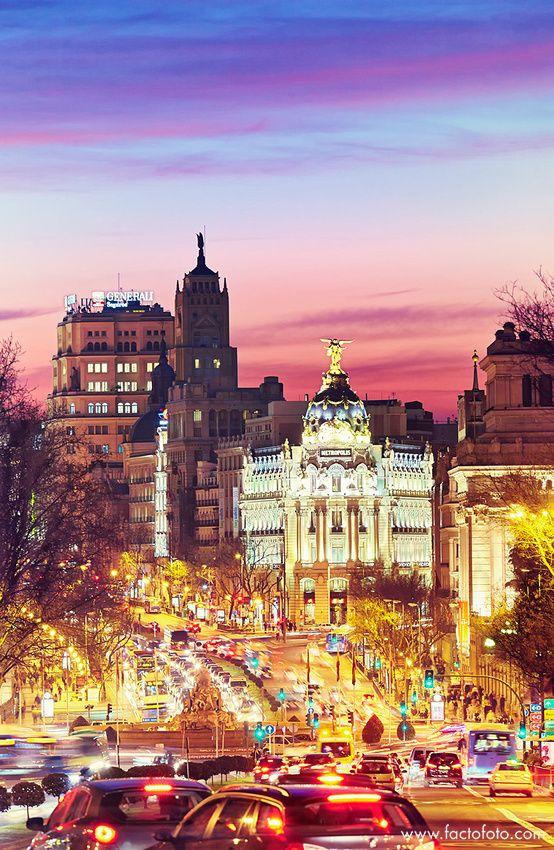 Edificio Metrópolis desde la calle Alcalá. / Metrópolis building seen from Alcala street. Madrid, Spain