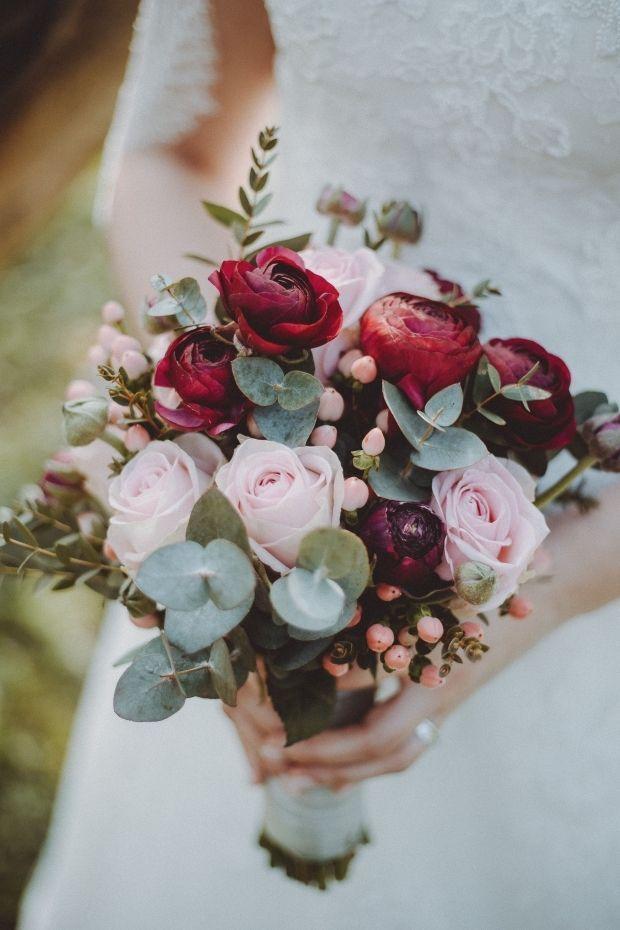 Brautstrauss Diesen Brautstrauss Mit Eukalyptus Hatten Wir Im April Diesen Jahres Bzw Eine Braut Bridal Bouquet Flowers Bridal Bouquet Wedding Flower Guide