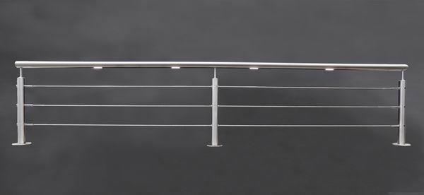 Edelstahl Geländer mit Edelstahl Seilen und je laufenden Meter 2 LED Modulen