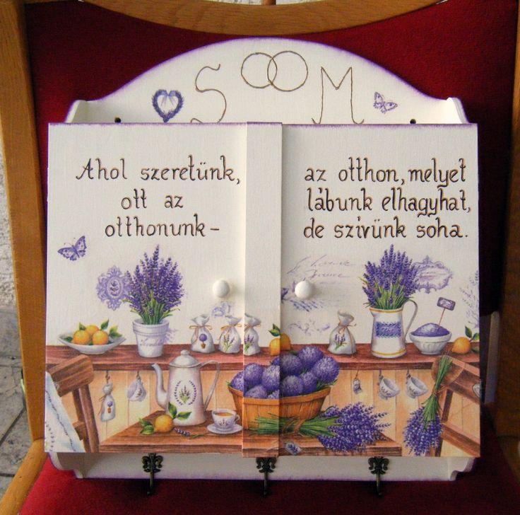 Kulcstartó szekrény: ez épp házasságkötési ajándéknak készült.