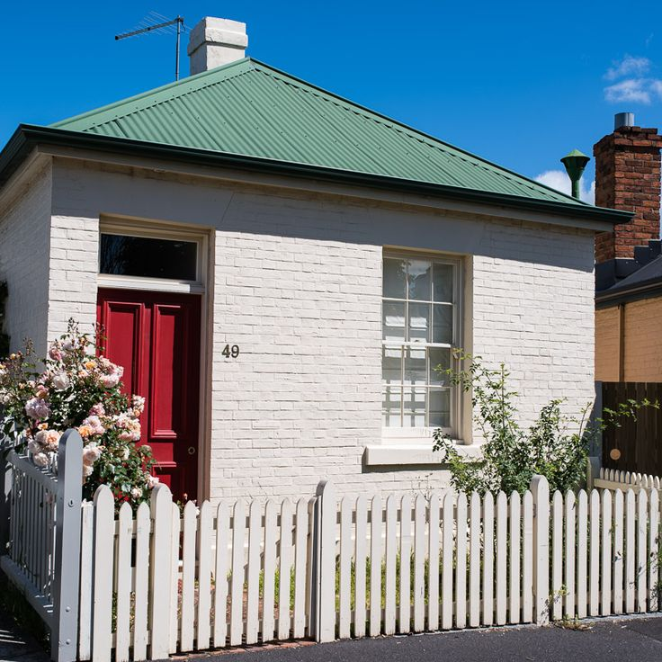 The red door on a colonial cottage. Crop photos to help isolate subjects. http://aviewfinderdarkly.com.au/2016/09/15/crop-photographs-lightroom/