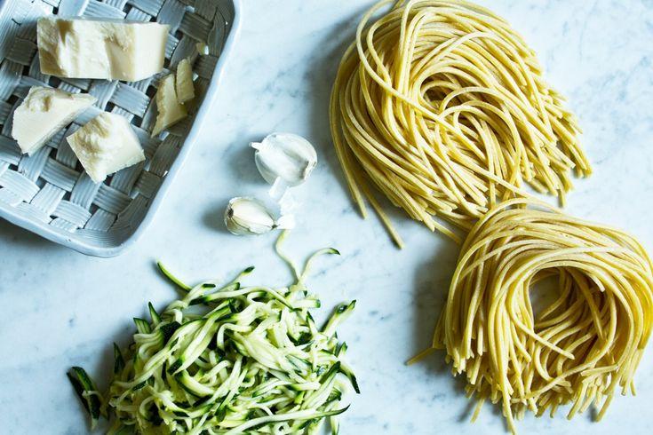 Špagety s cuketou z jedné pánve   KITCHENETTE