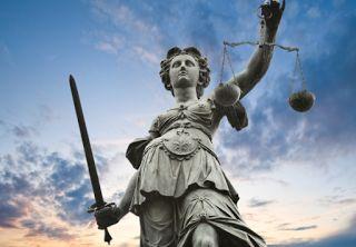 """Dans le """"viseur"""" : fil info sur tous les """"fronts"""" !: Une ex-figure de FN condamnée à deux ans de prison..."""
