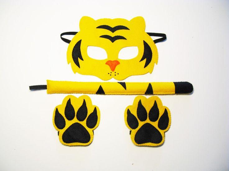 Tijger vilt masker staart poten set voor kinderen volwassenen geel zwart handgemaakte bos dierentuin dieren kostuum aankleden van spelen theater rollenspel foto props door FeltFamily op Etsy https://www.etsy.com/nl/listing/475600529/tijger-vilt-masker-staart-poten-set-voor