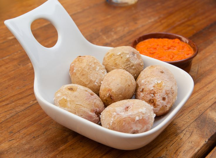 Kanarische Kartoffeln bilden auf den Kanaren nicht nur eine weit verbreitete Beilage zu Fleisch, sondern sind auch als reine Zwischenmahlzeit sehr beliebt.