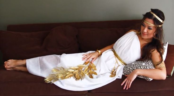 This DIY Greek goddess Halloween costume is gorgeous and super easy to pull together at the last minute.