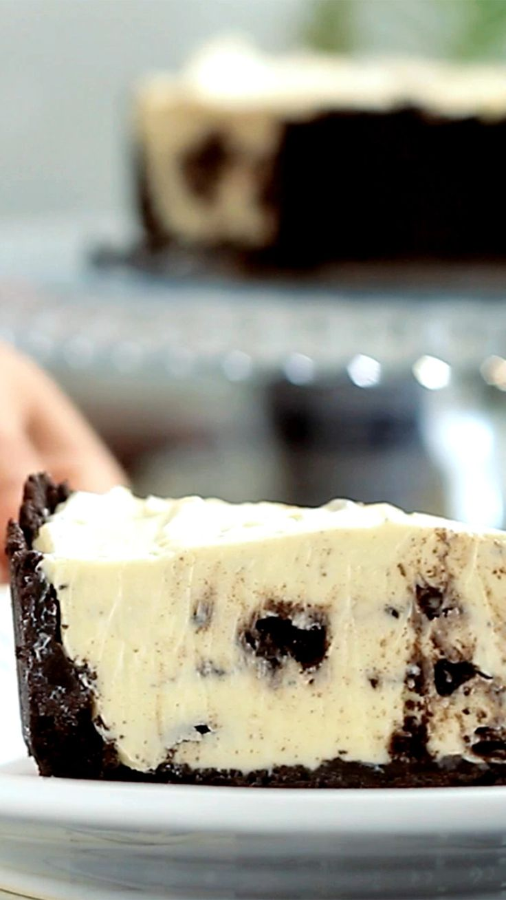 Já pensou em fazer uma torta de Oreo? Ela fica tão gostosa que é quase impossível comer só um pedaço.