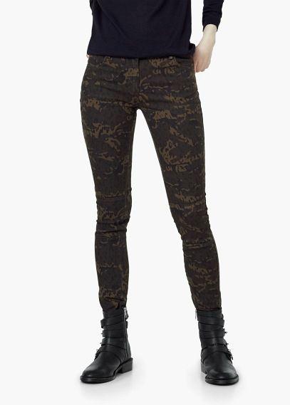 Spodnie z maskującym wzorem | MANGO