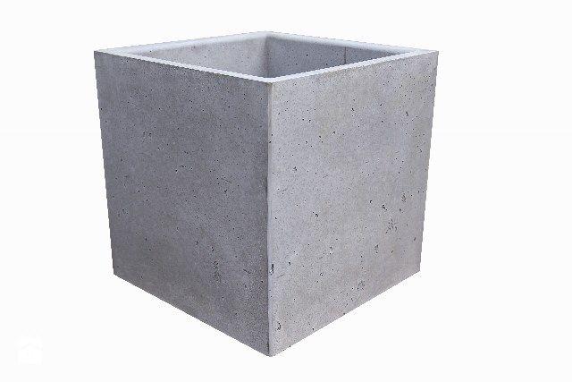Donica z betonu architektonicznego Quadrus - zdjęcie od Bettoni - Beton Architektoniczny - Ogród - Styl Nowoczesny - Bettoni - Beton Architektoniczny