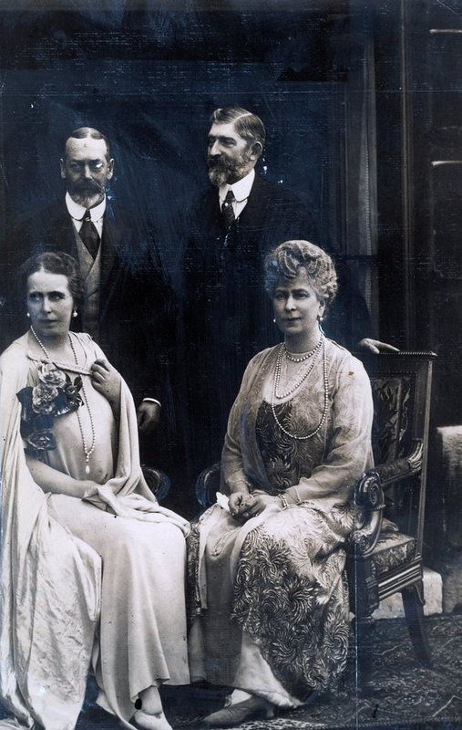 Regii noștri, Ferdinand și Maria, cu George al V-lea al Marii Britanii și Regina Mary. Palatul  Buckingham, 1924.