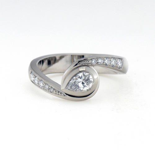 Saarikorpi Design, Drop shaped wedding ring, W/VS diamonds