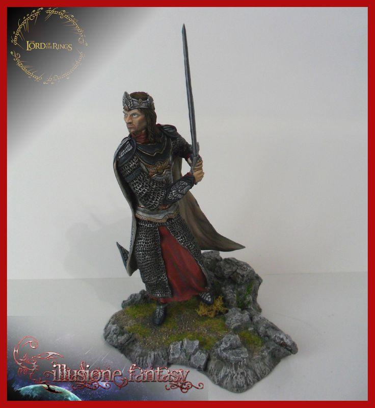 Aragorn in versione Re di Gondor, alto circa 15 cm (un gigante per i miei standard insomma!) Spero vi piaccia!!