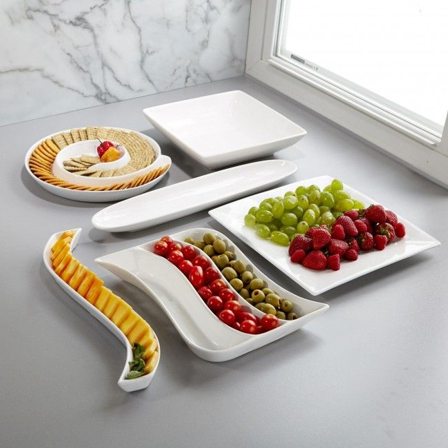 Serve up your favourite appetizers and homemade dishes in a clean and modern way. The white finish is an excellent canvas for showing off your creations.
