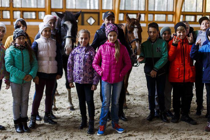 Гостям всегда рады😊   Покататься на пони, покормить лошадей, посмотреть настоящий конно-спортивный комплекс с его обитателями - это очень круто👍