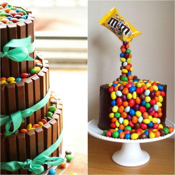 gâteau de bonbons suspendu ou gravity cake et déco avec des dragées multicolores et barres de chocolat