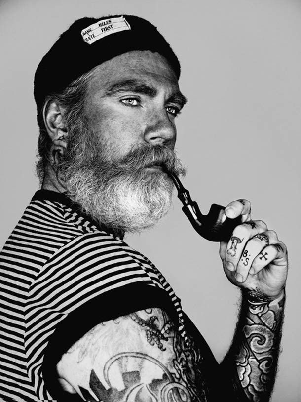 De portraits magnifiques et fascinantsaxés sur les barbes, les tatouages et les taches de rousseur, réalisés par le photographe australien Brock Elbank.