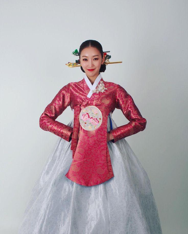 """#저고리 #강남이선영한복 #이선영한복 #한복 #한복스타그램 #hanbok #koreadress #koreafashion #배드보스컴퍼니 #퓨전한복 #봄 #권혁인작가 나는 모델이다…"""""""