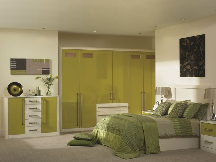 The Olive Cream Venice bedroom design is a two-tone design with slab-style doors. This highly stylish, high gloss, olive and cream finish helps create a contemporary look that is befitting a Venice-style bedroom.
