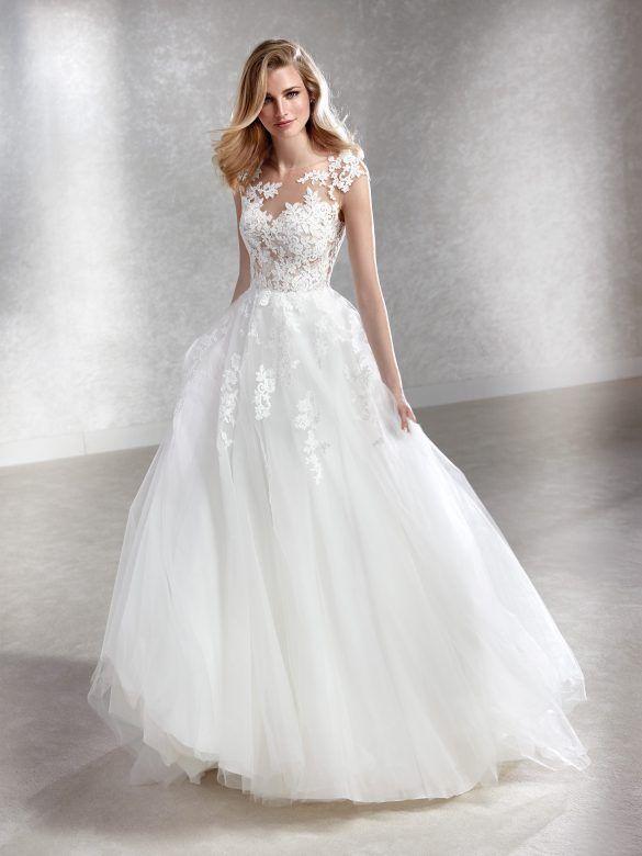 Traumhaftes Brautkleid In Princess Linie Mit Spitzenapplikationen Auf Oberteil Und Rock Und Tattoo Spitze Auf Dem Kleider Hochzeit Hochzeit Kleidung Brautmode