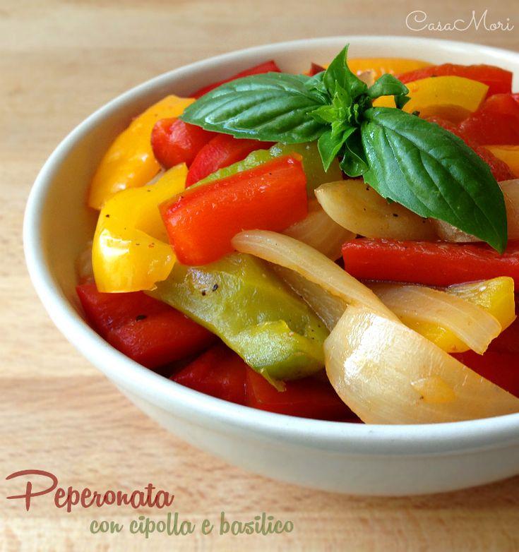 - PEPERONATA CON CIPOLLA E BASILICO - La peperonata con cipolla e basilico è un gustoso contorno estivo, molto colorato e profumato.