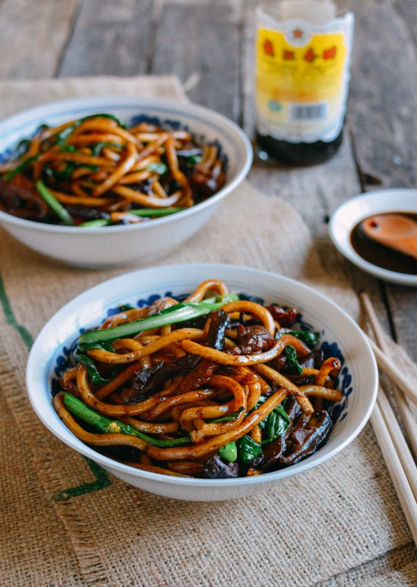 Shanghai Fried Noodles - authentic take on a popular Chinese dish. This recipe is so simple to make, and it will be on the table within 15-20 minutes.