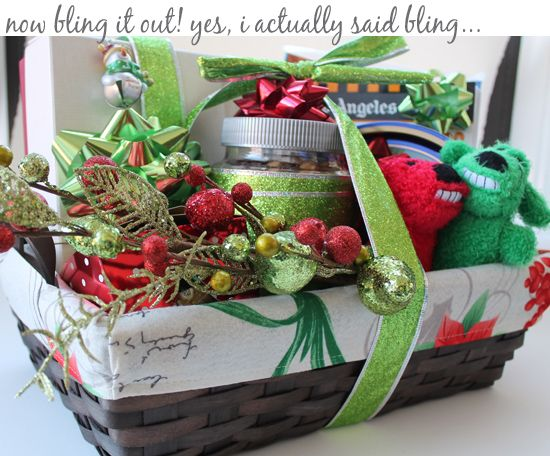 Make your own holiday gift basket...adorable.: Holidays Gifts Baskets, Gifts Baskets Adorable, Holiday Gift Baskets, Gifts Baskets Lovin, Holiday Gifts, Diy'S Gifts, Gifts Idea, Gifts Baskets Idea, Christmas Gifts Baskets