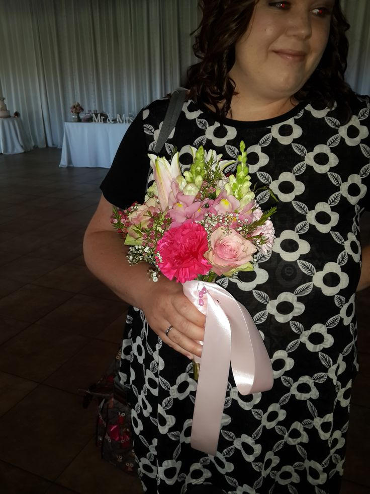 shades of pink bridesmaid bouquet