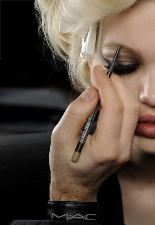 via musings in femininity.: Make Up, Eyeliner, Cat Eye, Milan Fashion Week, Daphne Groeneveld, Mac Makeup Artists, Eye Liner, Mac Cosmetics, Mac Products