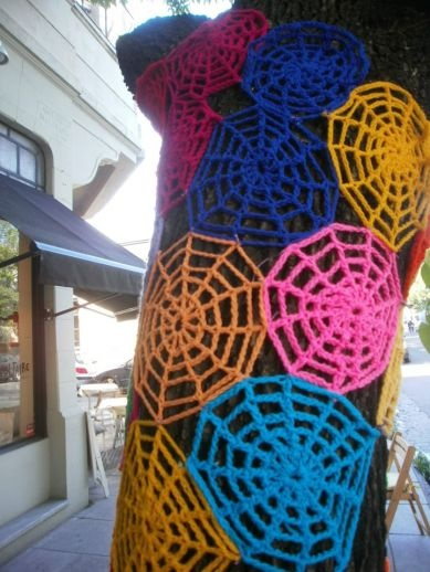 Crochet y arte callejero en Buenos Aires.
