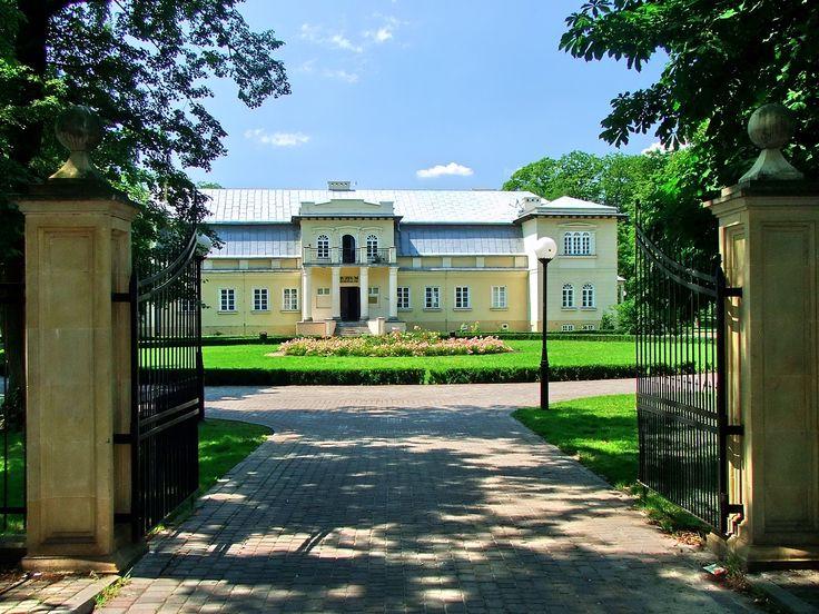 W Dworku Olszewskich w Bełchatowie swoją siedzibę ma Muzeum Regionalne, które formalnie swą działalność rozpoczęło w 1995 r. #kulturalnełódzkie