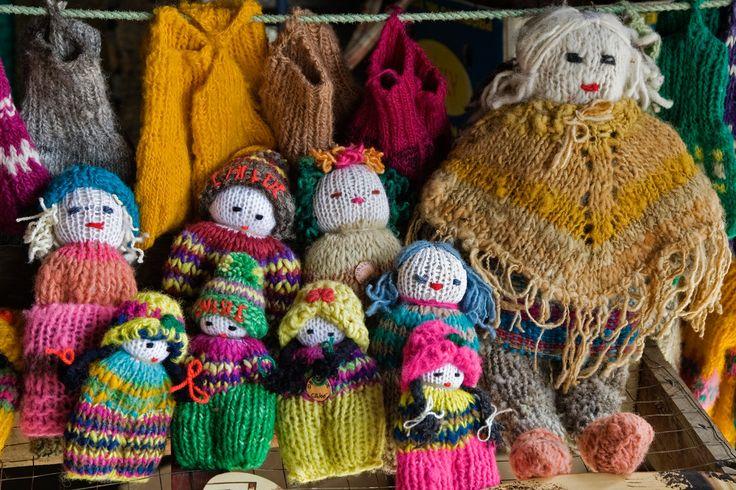 Muñecas tejidas con lanas teñidas artesanalmente, Chiloe.