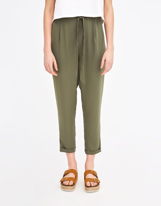 Paper bag trousers with bow - Trousers - Clothing - Woman - PULL&BEAR United Kingdom