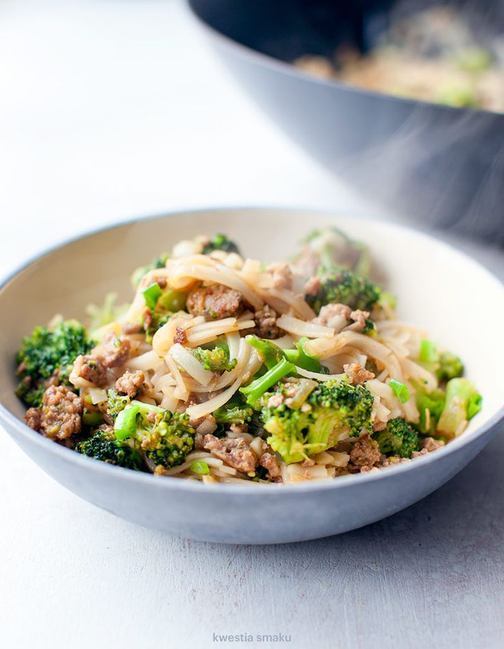 Rice noodles stir fried w/ minced chicken and broccoli