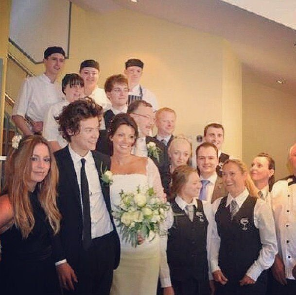 Harry Styles played the role of best man at his mom Anne Cox's ...