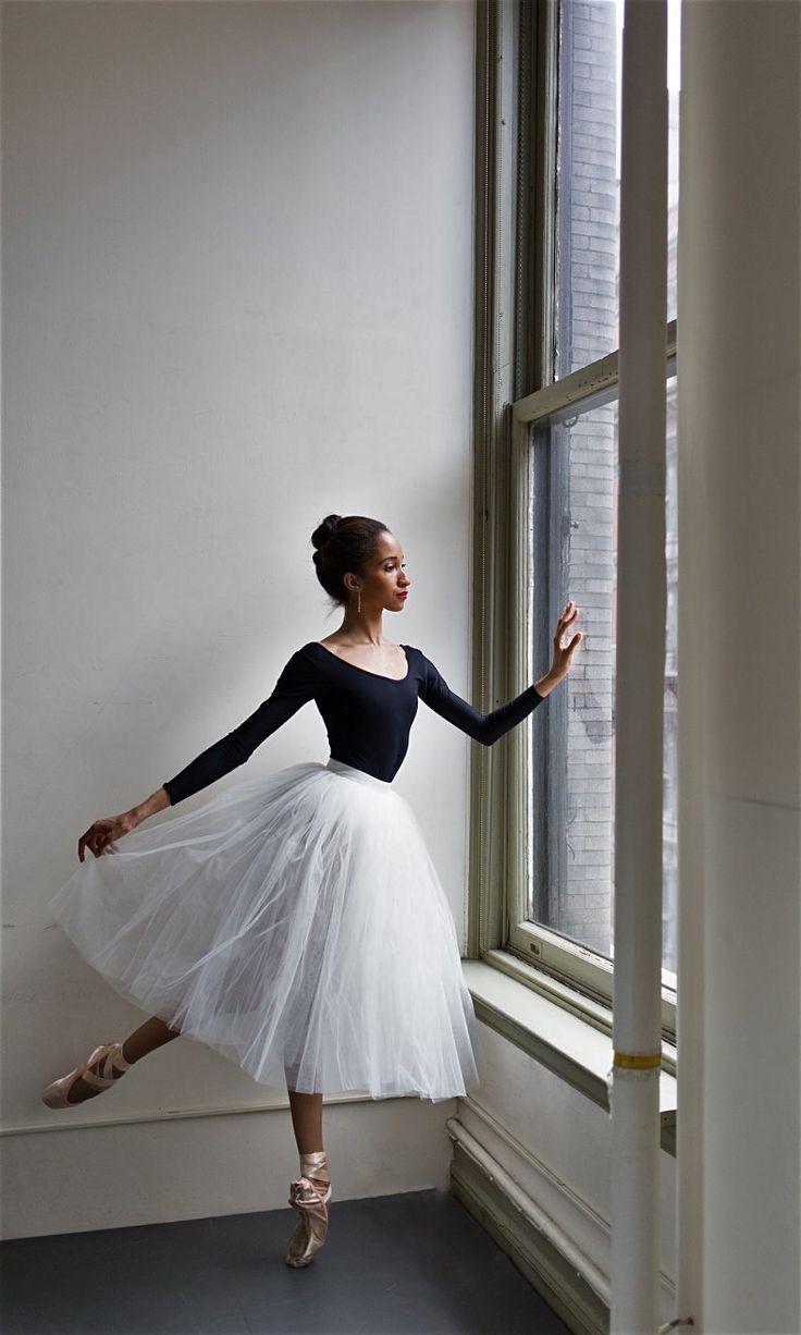 балерина фотосессия идеи руках родителей превращается