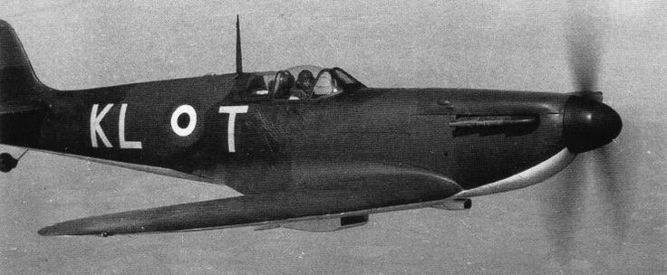 Spitfire Mk I KL-T is flown by F/O Colin F Gray from RAF Hornchurch in 1940. Taken on charge by No 54 Squadron RAF at RAF Rochford on 9 July, the aircraft was used by the 25-year-old New Zealander to claim 10 and 1 shared destroyed, 3 and 2 shared probably destroyed and 7 damaged between 13 July and 3 September.