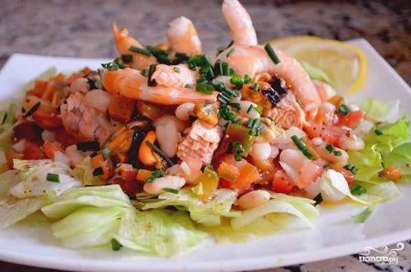 Салаты с морепродуктами и грейпфруктами