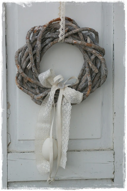 Bulky Grapevine Wreath - would be pretty for winter with hanging white or argyle mittens and a knitted bow/scarf