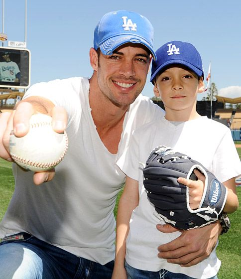 They play baseball William Levy and son Christopher