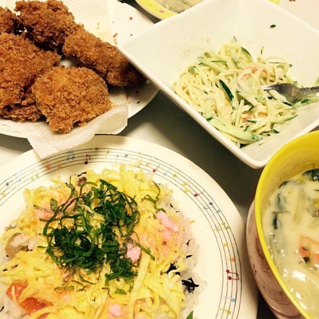 今日の夜ごはんわ  ちらし寿司 シチュー パスタサラダ チキンカツ  高カロリーメニューで ゴメンなさい(°_°) でも、パクパク食べてしまう… ごちそうさまでしたー! - 38件のもぐもぐ - 今日の夜ごはん by aoichans2