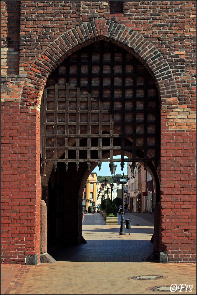 Gate from XIV century.  Chojnice is a town in northern Poland with 39 670 inhabitants, near famous Tuchola Forest, Lake Charzykowskie and many other water reservoirs. It is the capital of the Chojnice County. Chojnice has been a part of Pomeranian Voivodeship since 1999, as it was during the period 1945–1975; during the time span 1975–1998 the town belonged to Bydgoszcz Voivodeship.