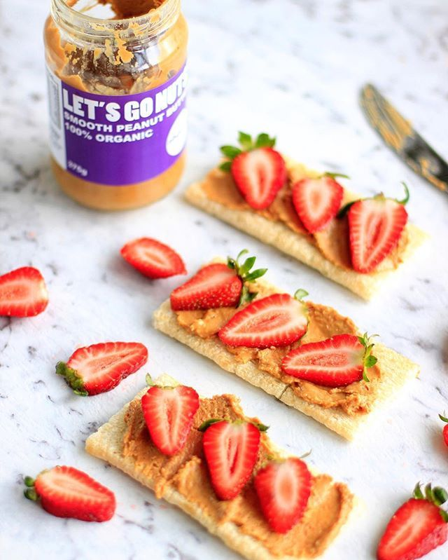 Quickest lunch ever: organic nut butter and strawbs on delish Cruskits. With 60% less carbs than most bread, they're a tasty option (sweet or savoury) when you're looking to cut back.  what's your fave toppings? #byebyebread #lunch #cruskits #sponsoredpost #tasty